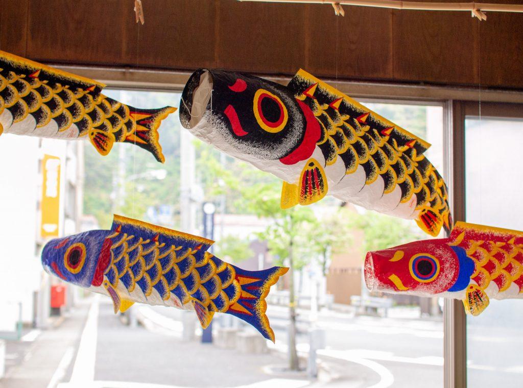 小原屋商店の『のぼり鯉』店頭風景