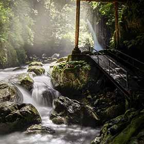 輝く釜ケ滝